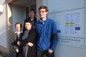 Conseillers/interprètes (de gauche à droite) : Dr. Barbara Weiser de Caritas, Norbet Grehl-Schmitt de  Caritas,Jochen Empen de Faire Mobilität Hambourg